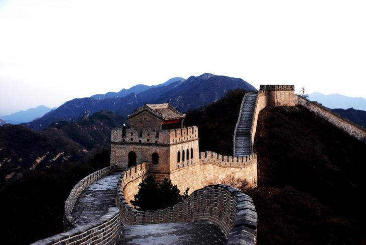 Grande Muralha da China - uma das principais atrações da China, um símbolo da China, familiar a todo turista estrangeiro.  Mas, apesar do fato de que os contornos da Grande Muralha são familiares a partir de inúmeros folhetos, atlas e guias de viagem, LiveInternet leste, história, fatos