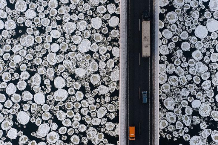 1. Мост над замёрзшей рекой. интересное, фото
