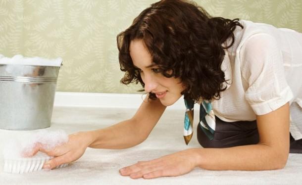 Как почистить ковер на полу в домашних условиях