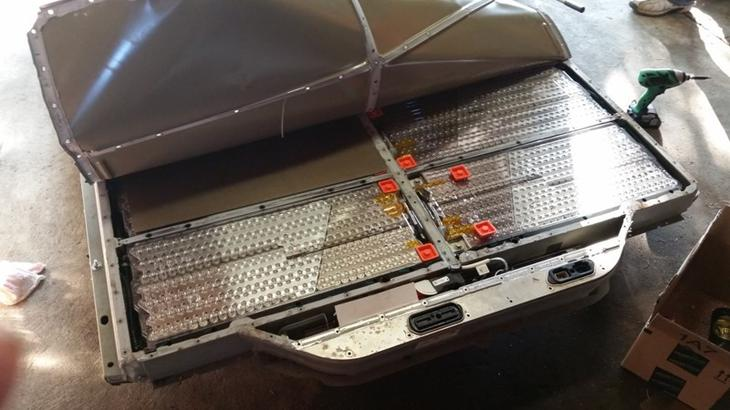 Вскрытие аккумулятора Tesla Model S авто, факты