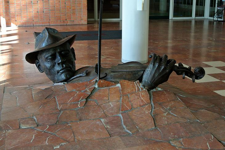 Памятник скрипачу в Амстердаме. Фото