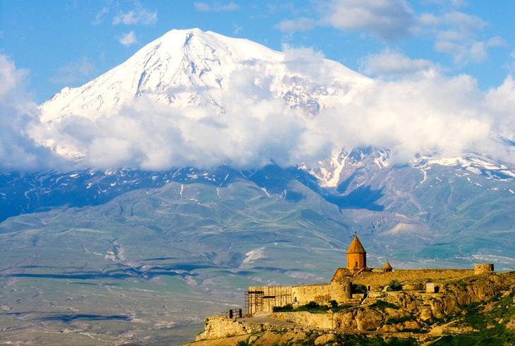 монастырь Хор Вирап у подножия Арарата фото