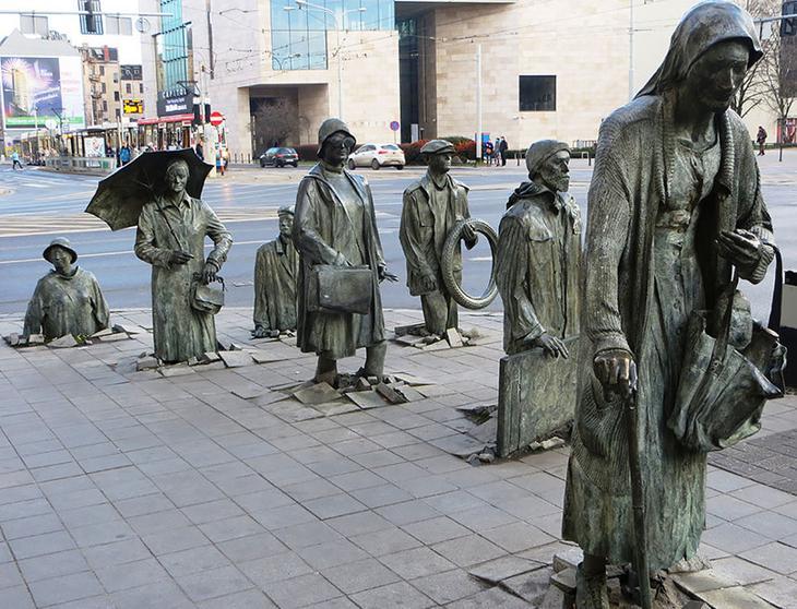 Памятник неизвестному прохожему. Варшава, Польша. достопримечательности, искусство, памятники