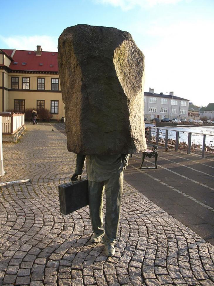 Неизвестный чиновник. Рейкьявик, Исландия. достопримечательности, искусство, памятники
