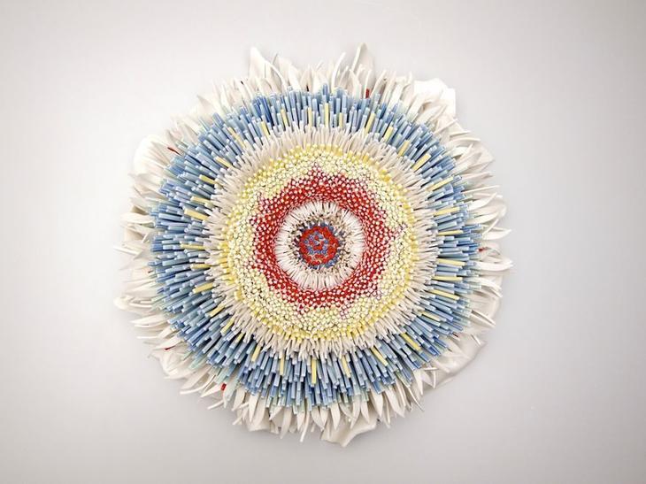 Цветы из тысячи фарфоровых осколков осколок, скульптура, фарфор, цветок