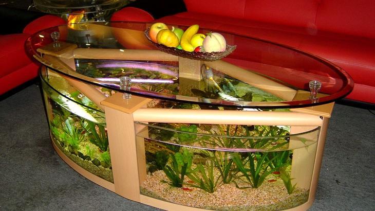 Аквариум в интерьере: интересные идеи: <b>Аквариум в виде кофейного столика</b>. Теперь вы можете не только стоять и наслаждаться рыбками и морским пейзажем вашего аквариума, но