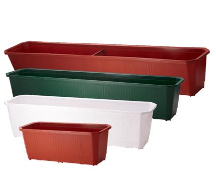 В пластиковом ящике проще «залить» рассаду