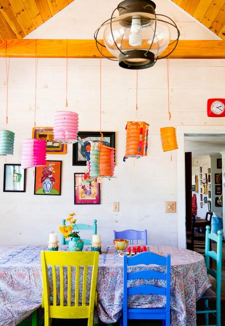 Яркое обновление: 12 идей для вашей кухни с разноцветными стульями фото 2