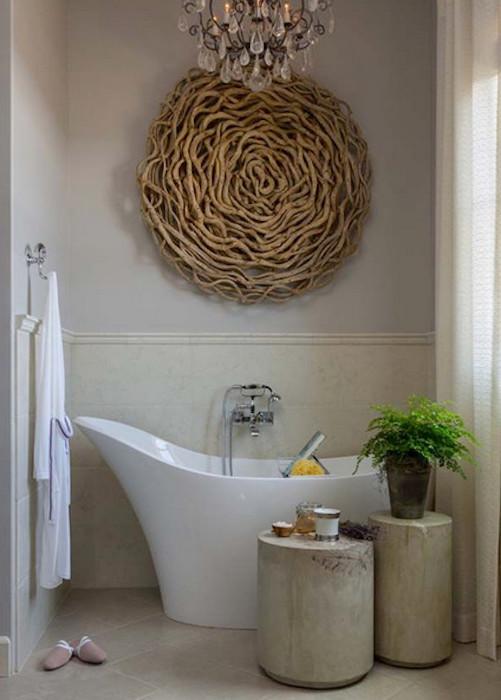 Неожиданный декор для ванной комнаты.