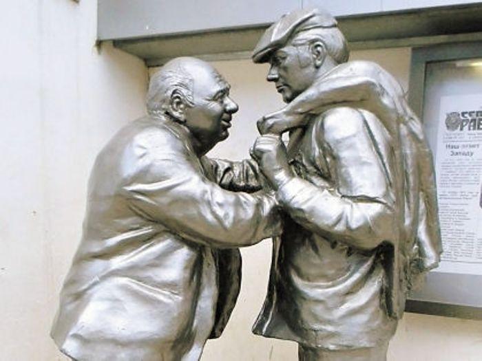 Памятник героям фильма в Ярославле, где проходили съемки | Фото: sobesednik.ru