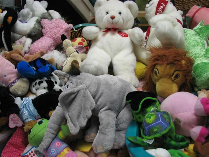 Мягкие игрушки в доме. | Фото: Fishki.net.
