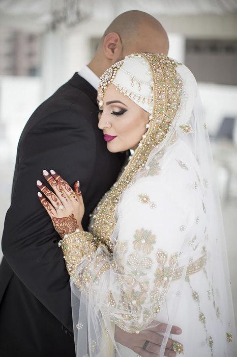 Специальные свадебные рисунки хной на руках и ногах  невесты.