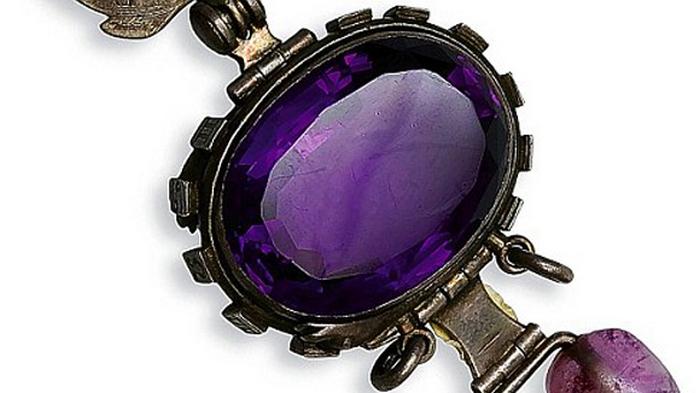Фиолетовый сапфир из Дели