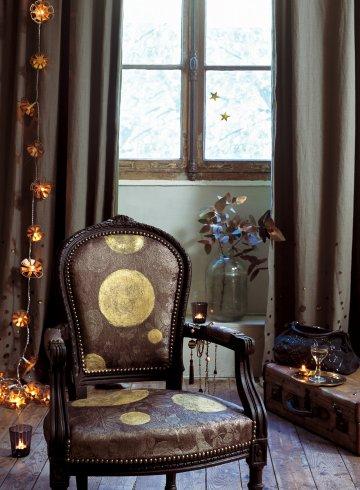 Пастушка окрашены в черный цвет с большими круглыми золотыми для барокко