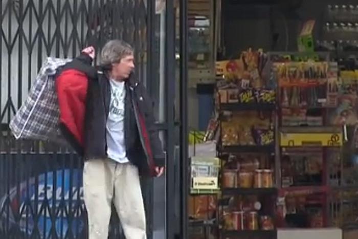 Бездомный накупил на пожертвованные ему деньги еды для бедных добро, люди, поступки