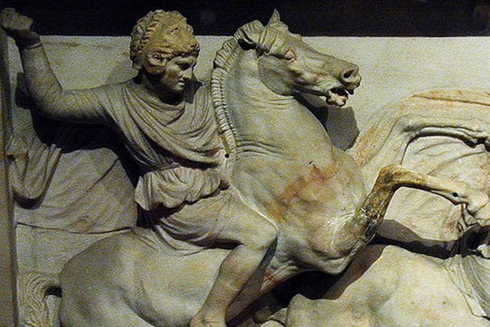 Александр был гениальным военным тактиком и стратегом.