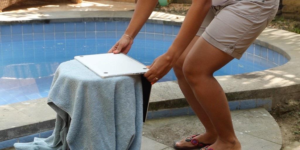 На ноутбук попала вода: как спасти технику?