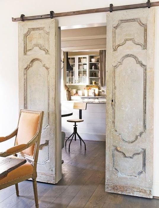 Никогда не спешите демонтировать надоевшие старые межкомнатные двери и менять их на новые.