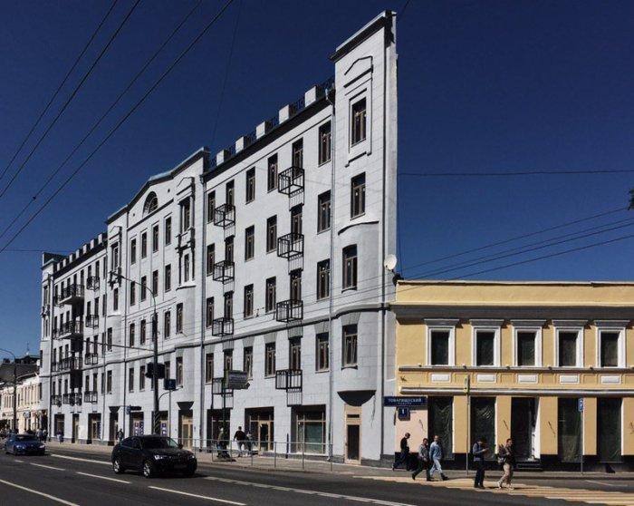 Плоский дом на Таганке: оптическая иллюзия. /Фото:twimg.com