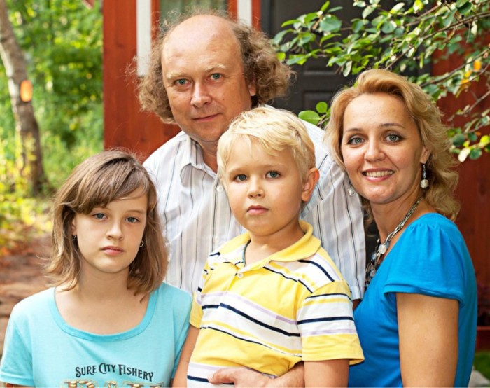 Алексей Войтюк и Татьяна Проценко с детьми. / Фото: www.fishki.net