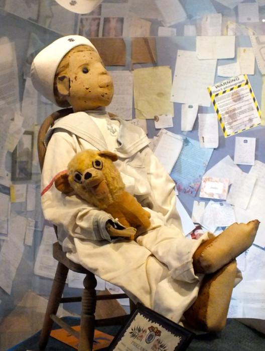Кукла Роберт.