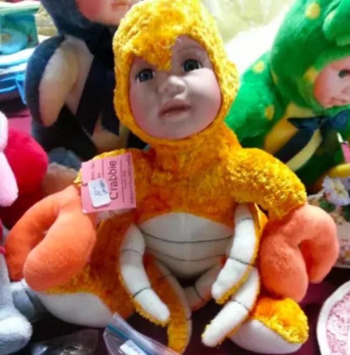 3. Нам хотят показать, что это краб.... Грустное лицо и клешни: готовый ночной кошмар дети, игрушки, куклы, пошлость, страх