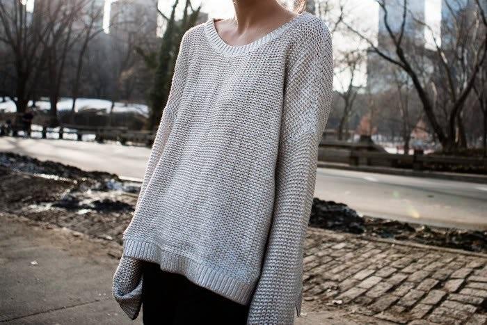 Растянутый свитер испортит любой образ. / Фото: Aminoapps.com