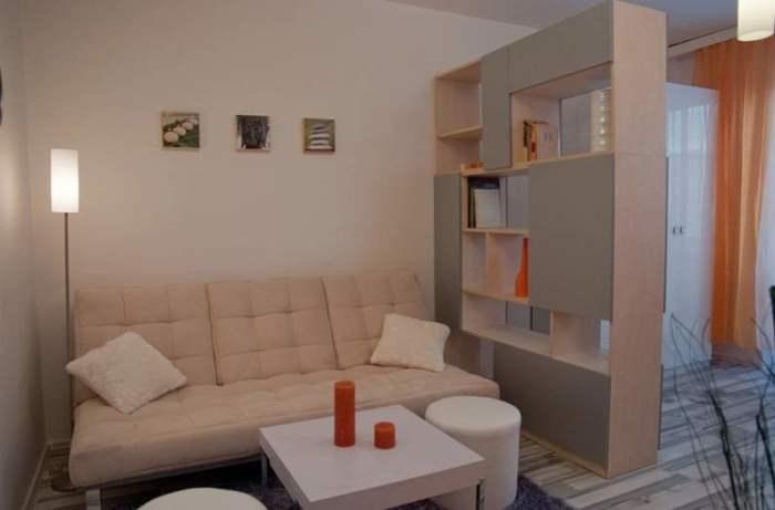 Классический стеллаж, который по достоинству оценят обладатели однокомнатных квартир.