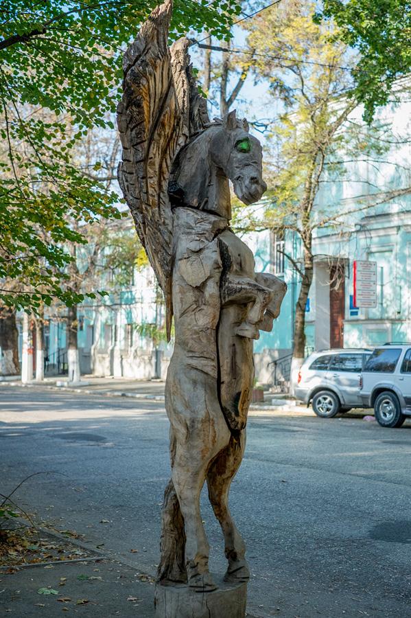 derevyanniestatui 5 Деревянные скульптуры в Симферополе