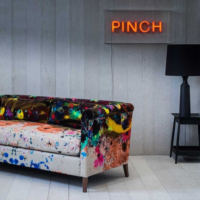 Оригинальная обивка мебели в современном интерьере