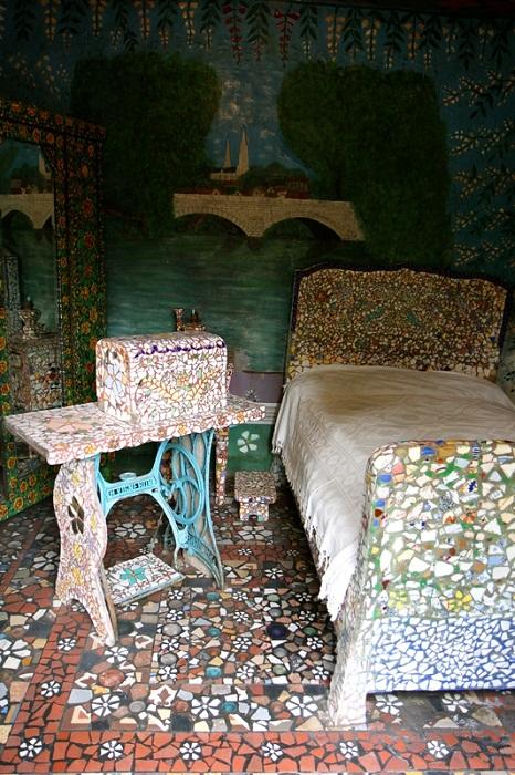 Спальня в удивительном «Мозаичном доме».