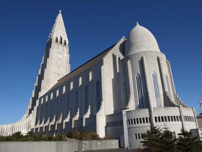 Церковь поражает своей масштабностью и величием (Церковь Халлгримура).