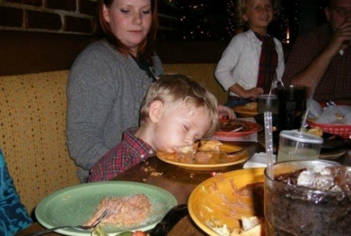 Честное слово, иногда дети, хуже пьяниц!   Фото: Приколы на Досенг.