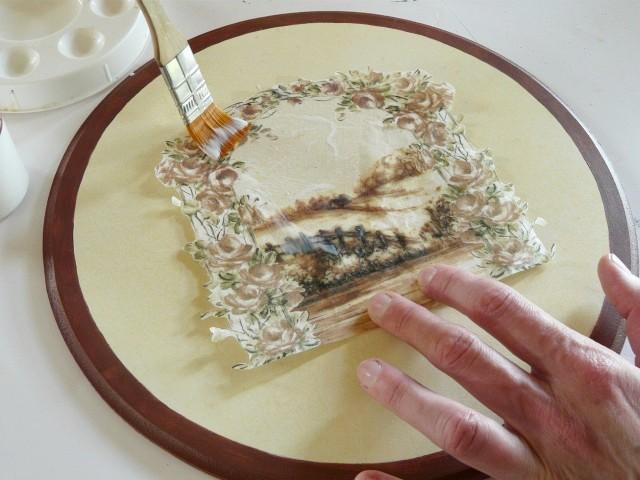 Важное замечание: специальная рисовая бумага не нуждается в размачивании перед приклеиванием
