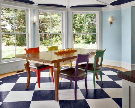 Яркое обновление: 12 идей для вашей кухни с разноцветными стульями фото 10