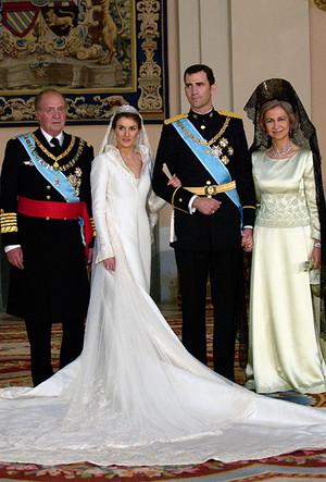 Фото №40 - 16 самых известных, красивых и дорогих свадебных платьев за всю историю