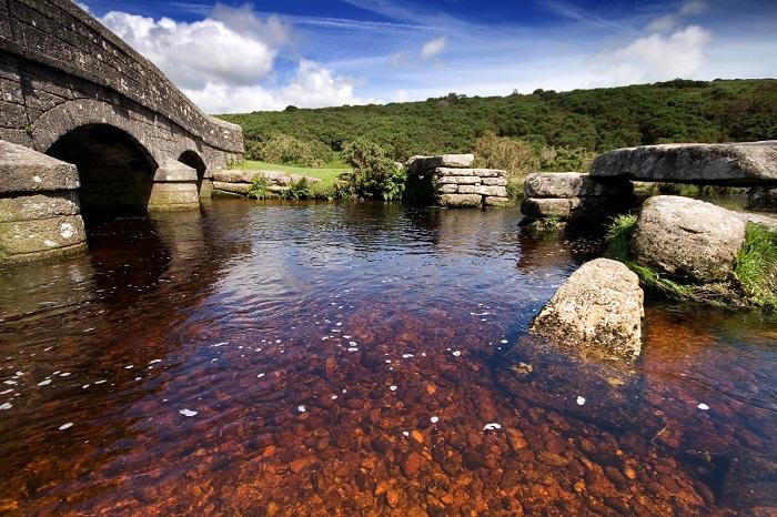 Фантастической красоты природа привлекает все больше туристов в Девоншир.