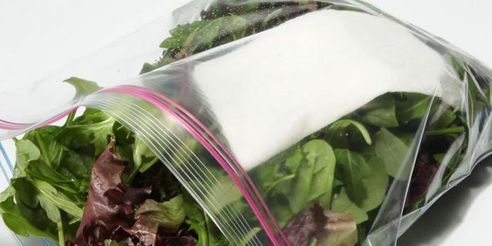 Простая салфетка продлит жизнь салату.