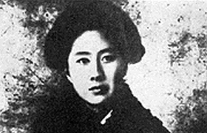 Цю Цзинь. Феминистка, революционер, поэт.