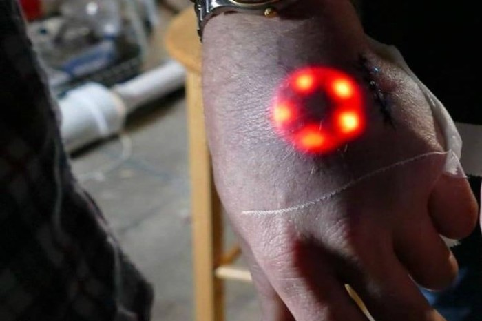 Поумнеть можно не только собственным обучением, но и с помощью технологий. /Фото: cdn.idntimes.com