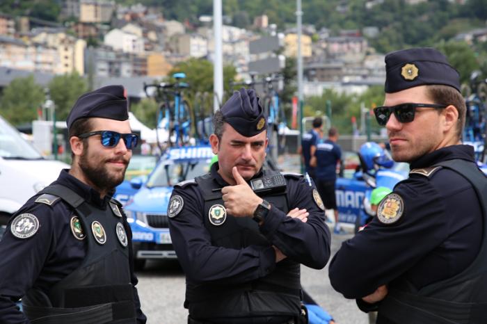 Здесь нет тюрем, адвокатов, не служат в армии, а безопасность жителей страны обеспечивают полицейские / Фото: all-andorra.com