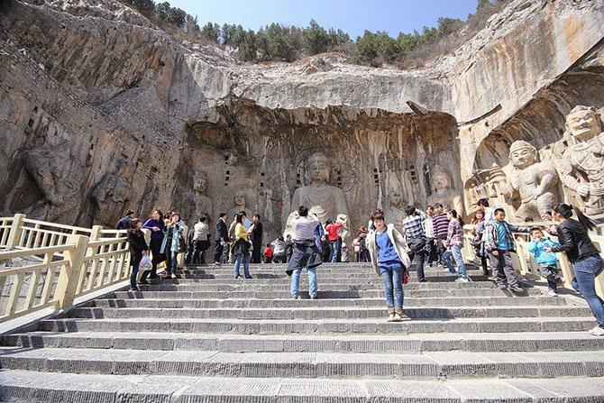 Экскурсия в каменные пещеры у Драконовых ворот