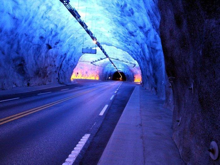 Ехать по тоннелю нужно с повышенным вниманием.