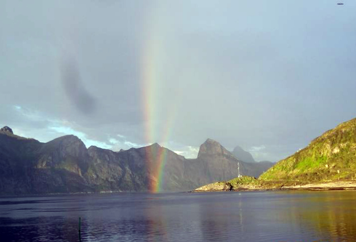 Радуга начинается в Норвегии.