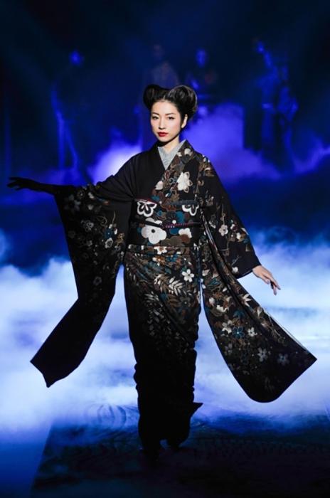 Стандартный отрез такни, из которого шьют одно кимоно для взрослого человека имеет ширину 36 см и длину 12 метров!