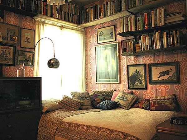 узкая домашняя спальня