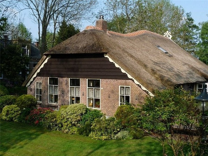 Каждый дом деревни Гитхорн уникален.