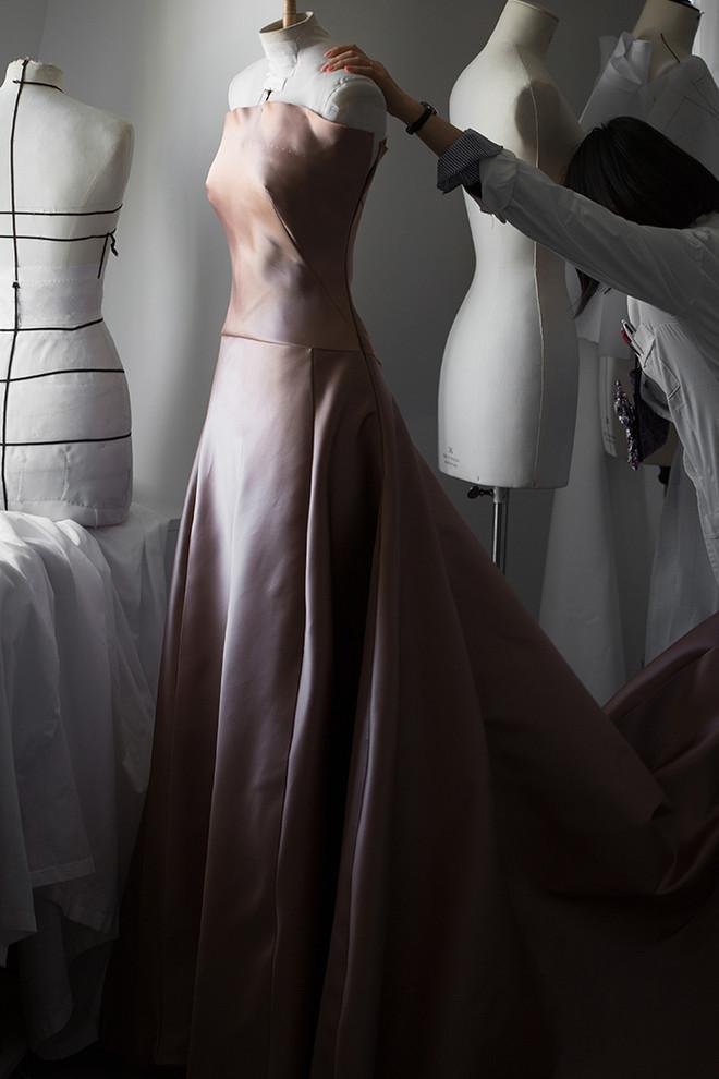 От фуксии до пыльной розы — 9 розовых платьев, которые нас покорили (фото 48.2)