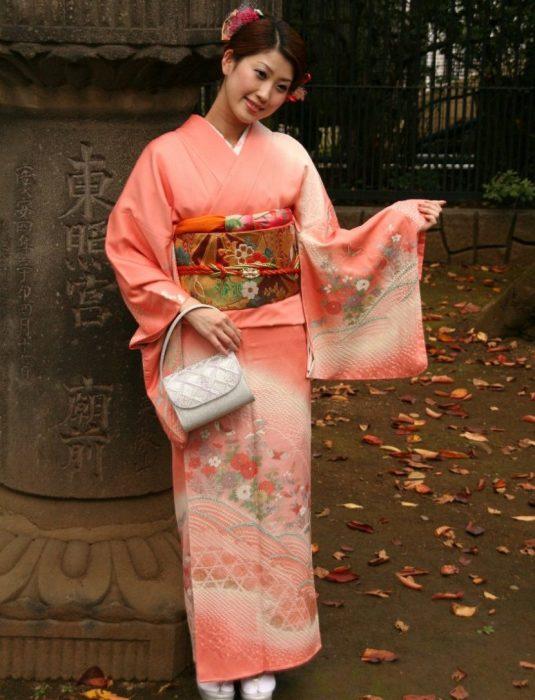 Полный комплект одежды вместе с кимоно ручной работы может стоить до полумиллиона рублей и больше