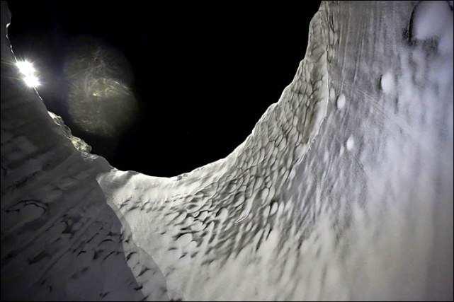 Новые впечатляющие фотографии загадочных кратеров